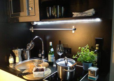 Küche eines möblierten Studenten-Apartments, Hamburg