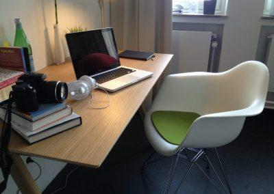 Schreibtisch - möblierte STUART Studentenwohnung in Hamburg